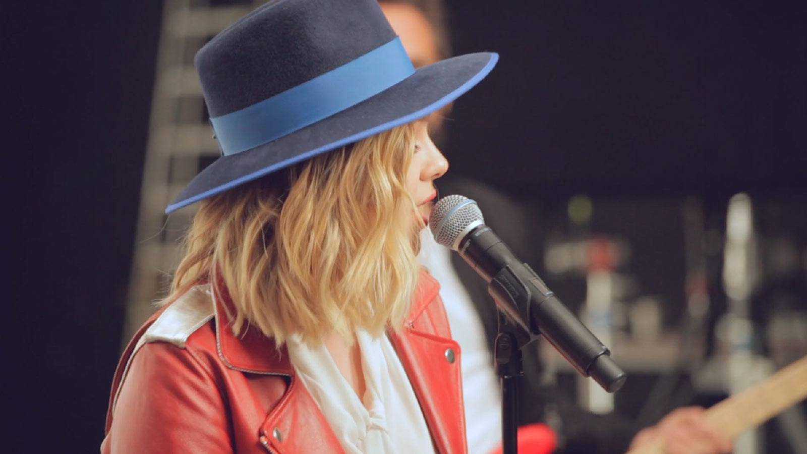 maybelline-making-of-louane-colorshow-video-16x9