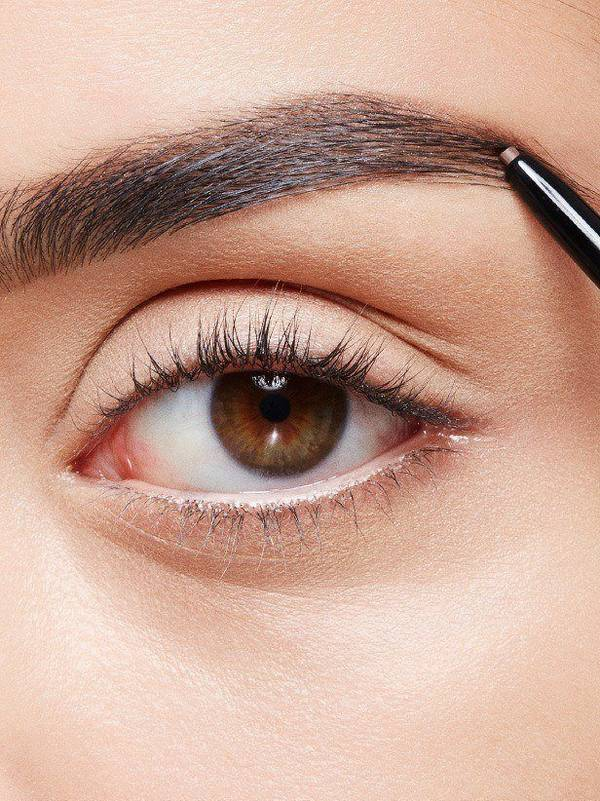 maybellline-falsies-angel-mascara-work-look-step-1-3x4