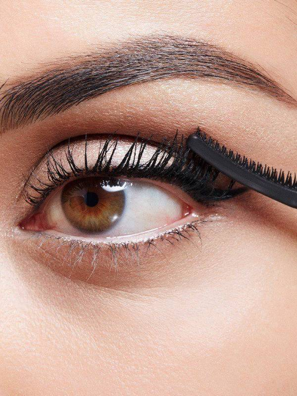 maybellline-falsies-angel-mascara-work-look-step-4-3x4